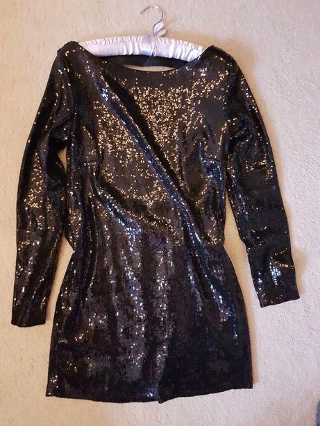 Karnawalowa sukienka mała czarna cekiny gołe plecy