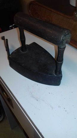 Stare mosiężne żelazko