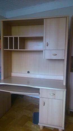 meble,biurko z nadstawką na książki