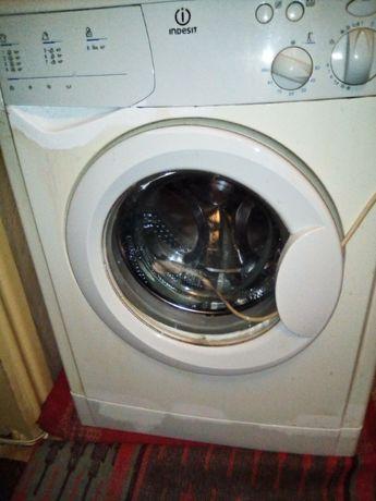 Продам стиральную машинку автомат Indesit