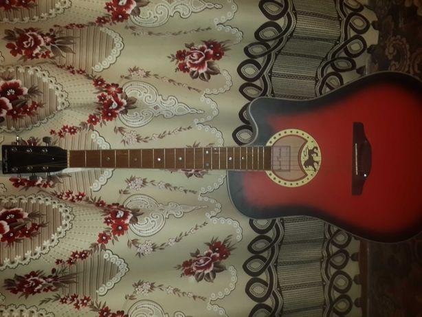 Продам гитару Leo Tune