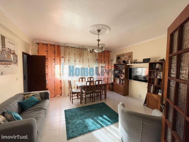 Apartamento T3 com Varanda e Arrecadação em Alhandra