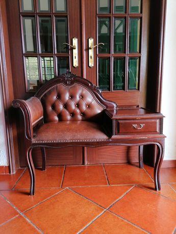 Sofá antigo com gaveta
