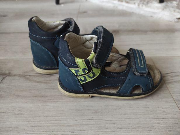 Босоніжки, сандали