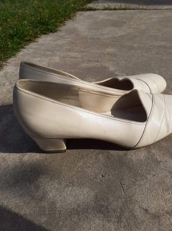 Buty damskie na niskim obcasie