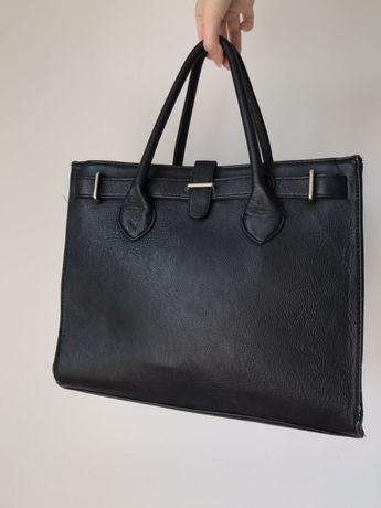 Czarna torebka na ramie i do reki Reserved