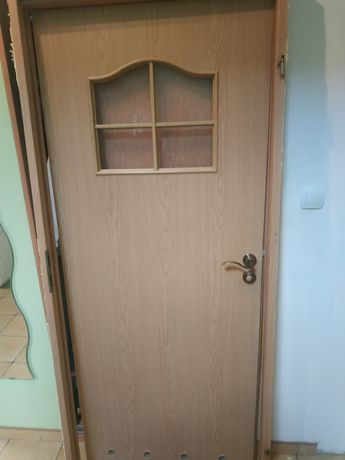 Drzwi łazienkowe 80 + ościeżnica stała + listwy maskujące.