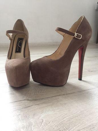Продається взуття у ідеальному стані