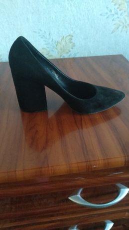 Продам замшевые натуральные туфли фирмы nivelle