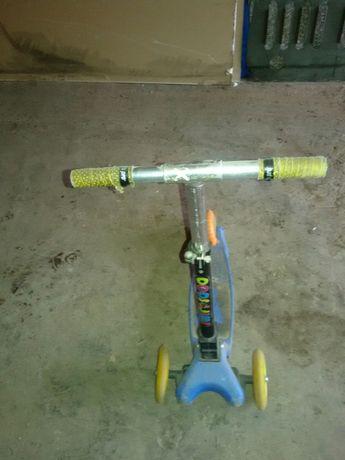 Детский самокат. Боковые колеса для велосипеда.