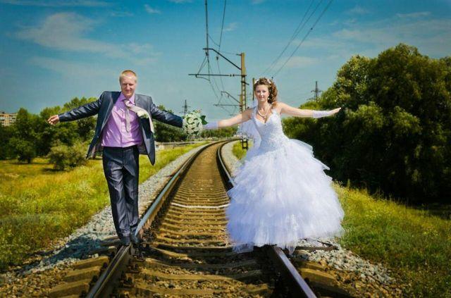 Продам свадебное платье р.44-46 +перчатки в подарок!