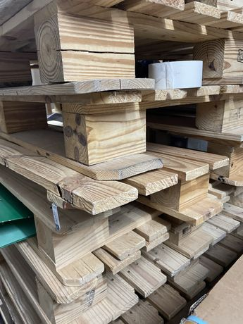 10 paletes madeira algumas com rodas