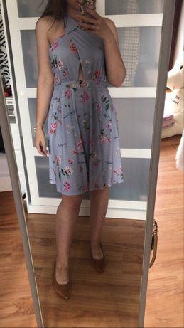 sukienka z paskami na plecach