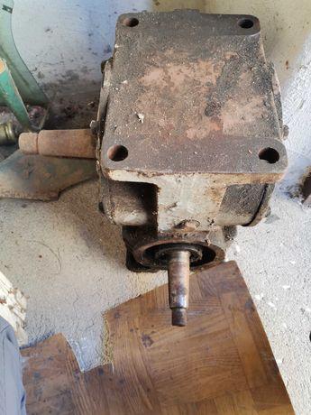 Przekładnia kątowa, motoreduktor