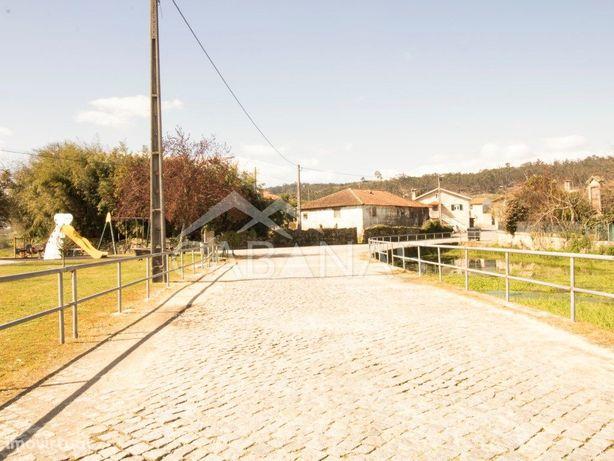 Moradia T4 Para Restauro em Pedralva, Braga