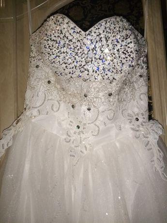 Продам весільну сукню розмір 42-44