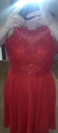 Piękna czerwona sukienka Mercedes zwiewna z koronką i brylancikami