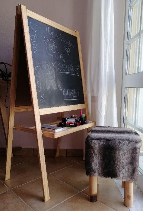 Mobiliário de quarto de criança - Cavalete / Quadro ; Banco ; Armário