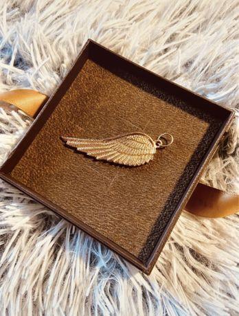 Zawieszka skrzydło vintage casual w kolorze złota