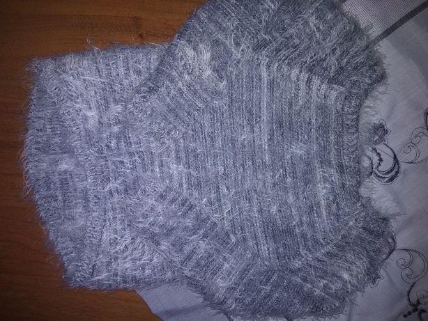 Szary włochaty sweterek z kokardkami dla dziewczynki
