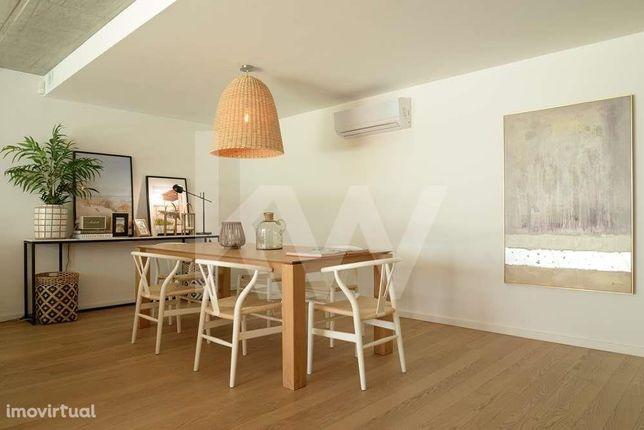 Apartamento T2 NOVO com suite e varanda na Praia da Barra