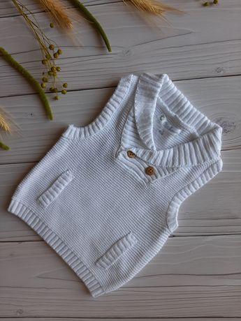 Новая нарядная белая вязаная жилетка безрукавка Kiabi. На крестины