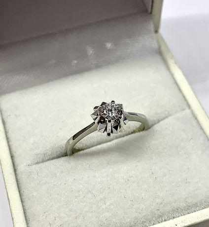 Pierścionek z białego złota 750 z brylantem VS - zaręczynowy