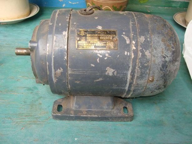 Двигун АОЛБ 22\4