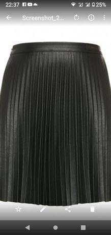 Трендовая ,плистрованая юбка KHUJO,из екокожи