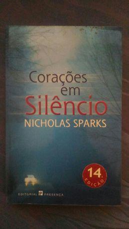 """Livro """"Corações em Silêncio"""" de Nicholas Sparks"""