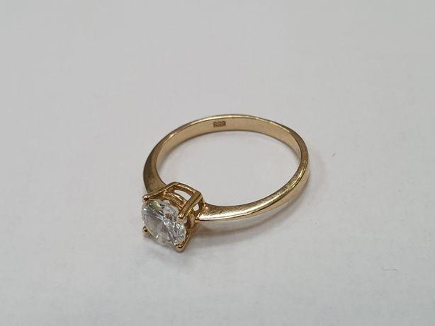 Piękny złoty pierścionek damski/ 585/ Duża cyrkonia/ 2.47g/ R19/ Gdyni