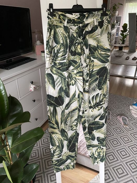 Kremowe chinosy paperbag spodnie zielone  liście H&M jak nowe 40 L Jugowice - image 1
