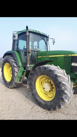 Ciagnik rolniczy John Deere 6910