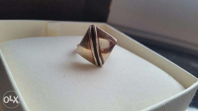 Pierścionek srebrny romb