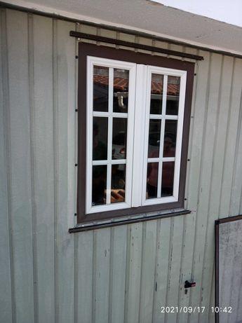 Portão de garagem com janela