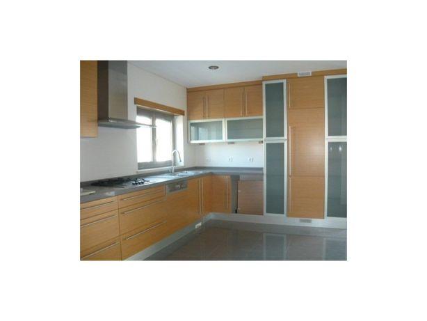 M5 de arquitetura tradicional com 3 quartos e 2 suites, i...