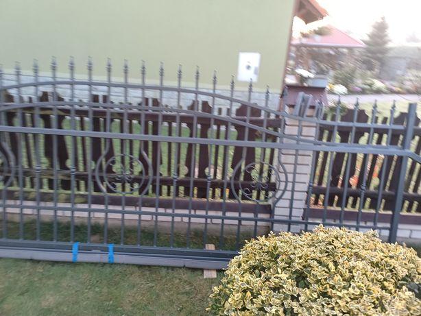 Brama przesuwna lewa 4m MALAGA III w kolorze 7016 grafit/antracyt
