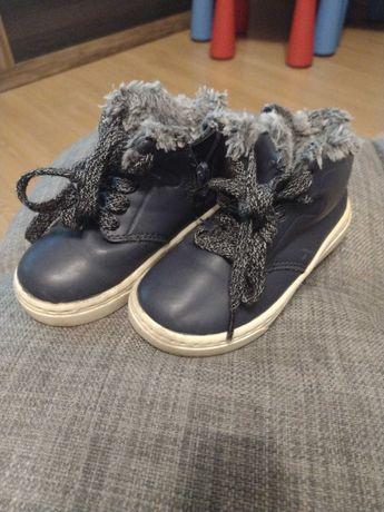 Sprzedam buty chłopięce firmy Zara rozmiar 22