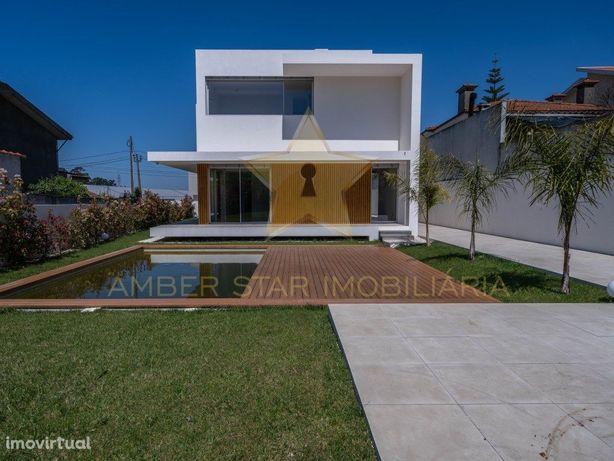 Moradia T3+1 com 221 m² de área útil e piscina privativa ...