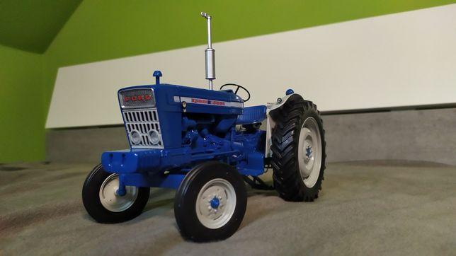 Traktor Ford 5000  Universal Hobbies jak siku