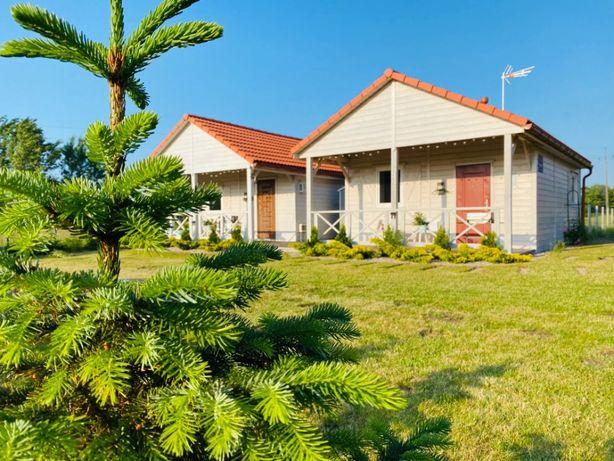 Domki letniskowe w cichej, pachnącej kolorową łąką okolicy. Zapraszamy