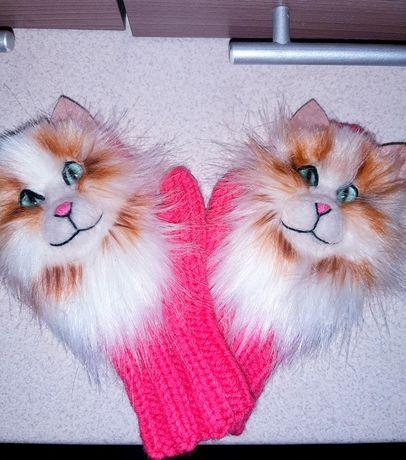 Новые варежки с котами.