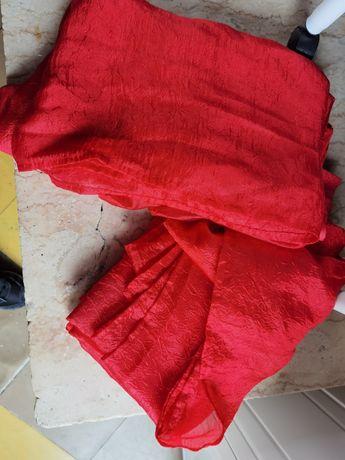 2 cortinados vermelhos