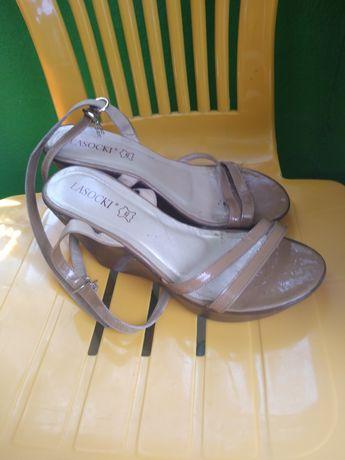 Sandały rozmiar 40 Lasocki