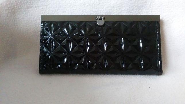 Portfel portmonetka czarny damski wytłaczany pikowany elegancki