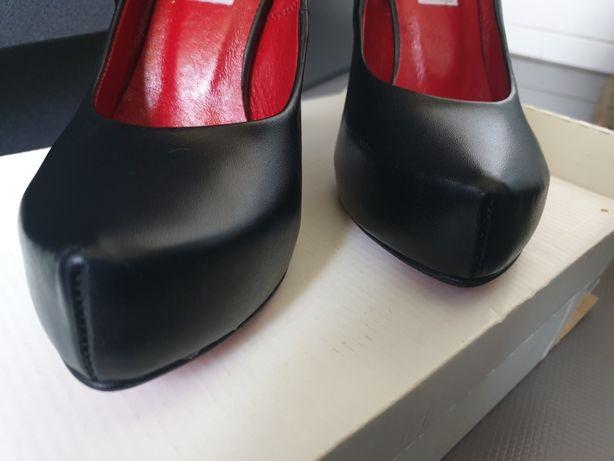 Piękne czarne szpilki polskiego producenta r35