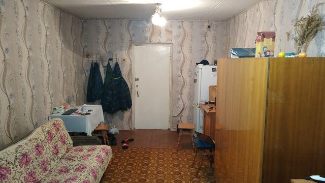 Продам большую комнату в общежитии.