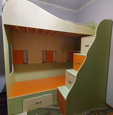 Детская мебель (стенка + двухъярусная кровать)