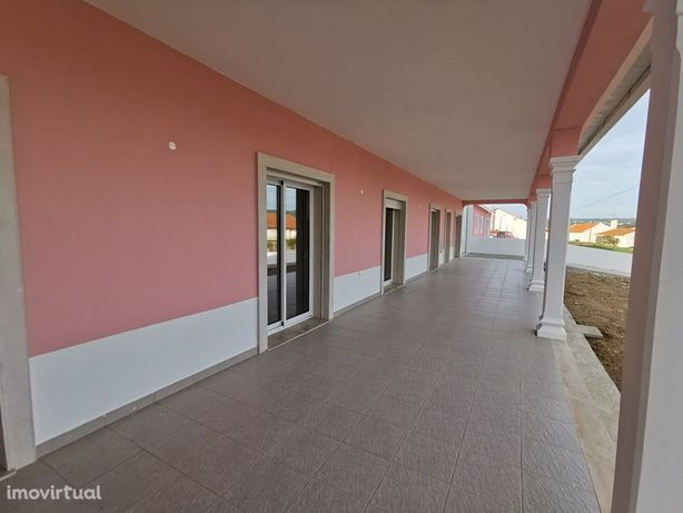 Moradia Nova T3 c/ pavilhão Industrial - próxima da Cidade - M2622/20