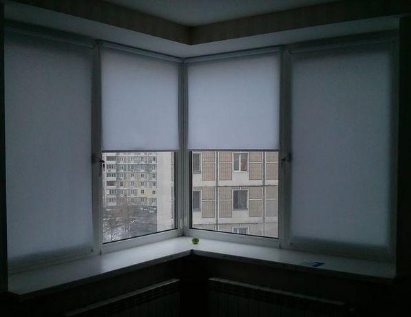 Рулонная штора серого цвета. В простой однотонной ткани. Besta жалюзи